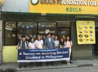 필리핀 교육지원사업에서 찍은 기념사진